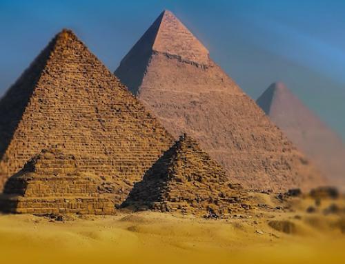 """""""Desde lo alto de estas pirámides, 40 siglos nos contemplan"""" Bonaparte"""